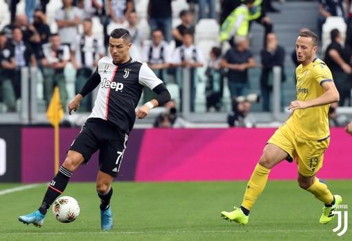 Calcio: Ronaldo è della Juve