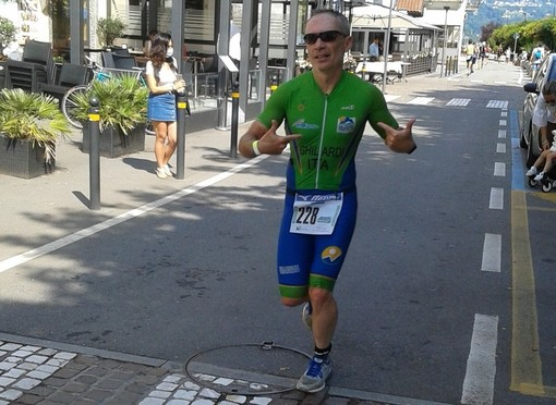 Valdigne Triathlon riparte con il botto al Medio di Arona