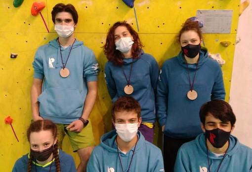 Nicolas Charbonnier, Sara Celesia, Silvia Cazzanelli. Sotto da sx Camilla Armaroli, Ivan Vuillermoz e Antonio Charrere