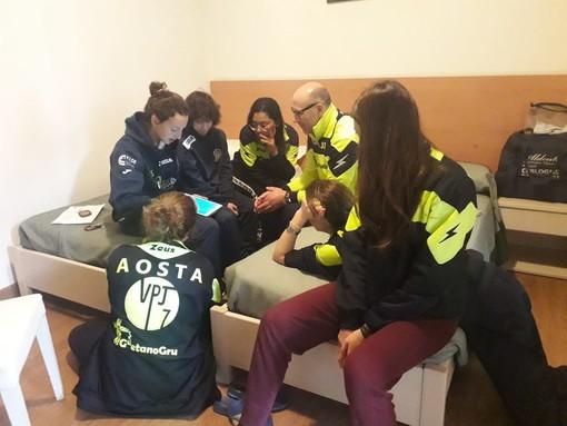 Mister Tomassi con le ragazze dell'Aosta