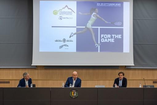 Da sinistra Vincenzo Martucci, Carlo Alagna e Roberto Rota, sindaco di Courmayeur. Nell'articolo Carlo Alagna e Roberto Rota. (foto Carlo Alagna e Roberto Rota)