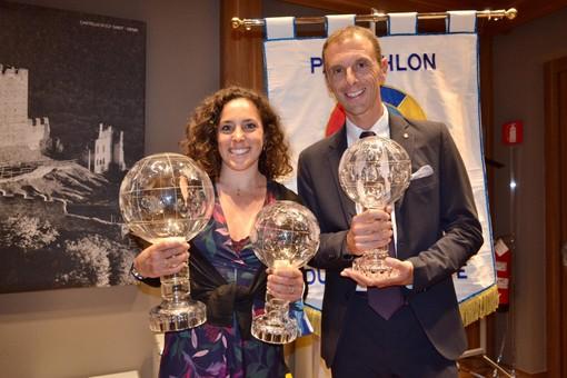 Il giornalista sportivo Luca Casali, moderatore della cerimonia di premiazione, insieme a Federica Brignone