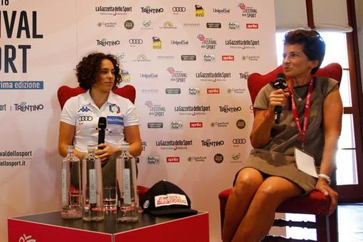 Federica Brignone e mamma Maria Rosa Quario premiate a Milano