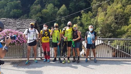 Massimo Cavenago con la sua staffetta appena arrivato a Pontboset