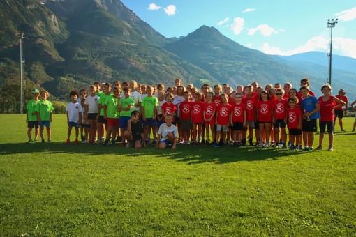 Foto di gruppo: in rossa Calvesi, in verde Atletica Cogne, in bianco Saint Christophe