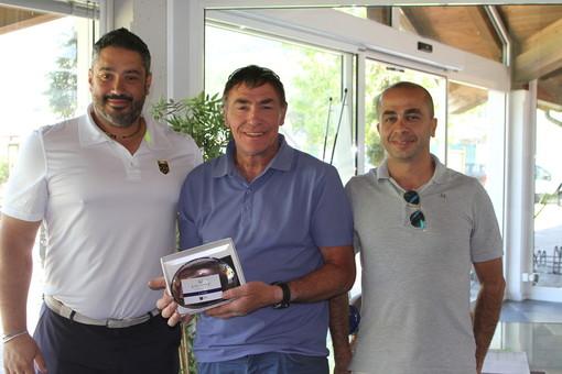 Da sinistra Bruno Michelon in qualità di rappresentante di Federgolf Piemonte, Emilio Bionaz e Alessandro Leonardi