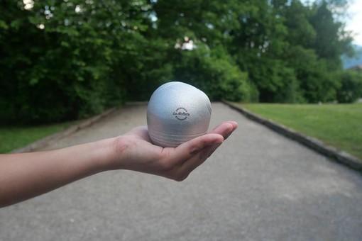 La Mollette offre une nouvelle manière insolite de jouer à la pétanque avec des boules asymétriques (foto La Mollette)