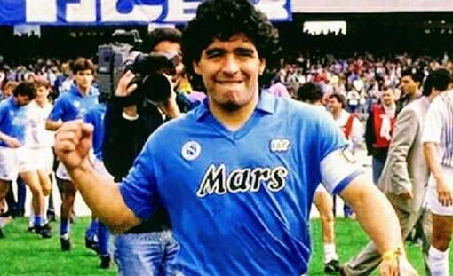 Il mondo del calcio in lutto per la morte di Maradona