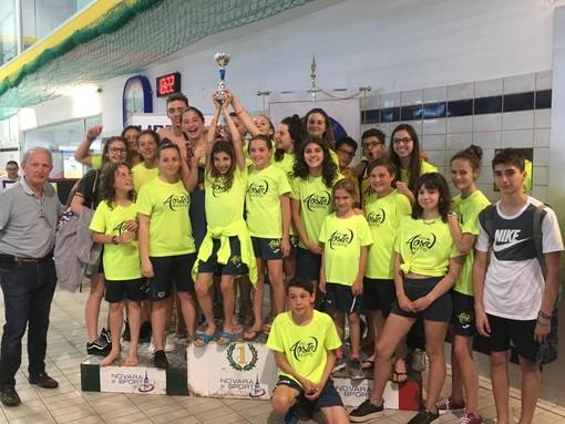 Gli atleti dell'Aosta Nuoto festeggiano il quinto posto nella classifica per società al Trofeo Borzino – Meeting Città di Novara