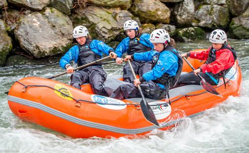 Il Rafting Team Valle d'Aosta: Gaia, Elodie, Carlotta, Charlotte